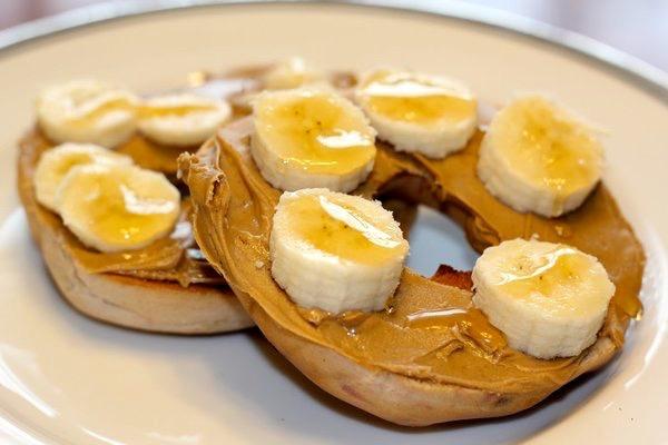 bagelw:peanutbutter